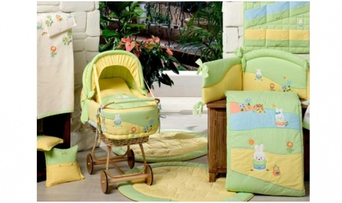 Комплект для кроватки Акварели 034R.155verde из коллекции 4 времени года, в чемоданеДетское постельное белье<br>Комплект для кроватки Акварели 034R.155verde из коллекции 4 времени года, в чемодане<br>
