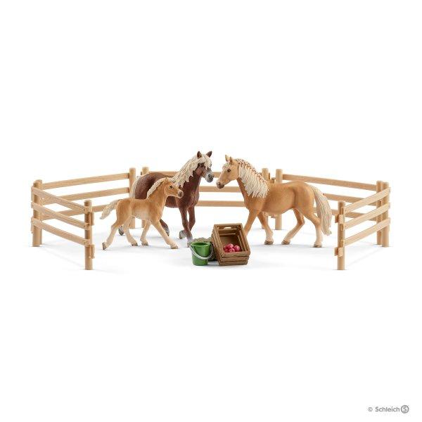 Купить Игровой набор - Семья породы Хафлингер на пастбище, серия Horse Club, Schleich