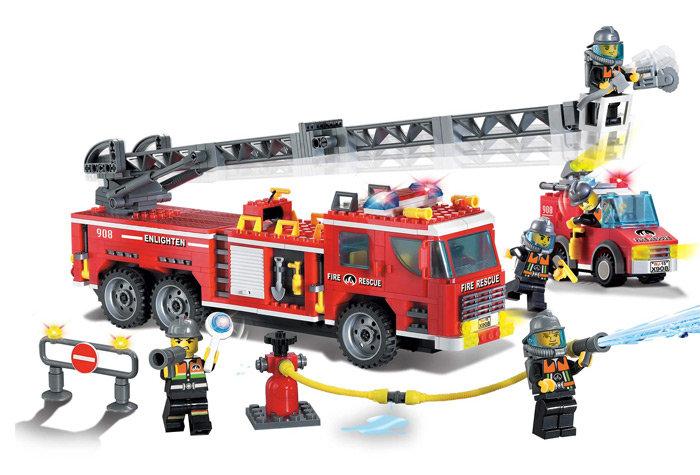 Конструктор с фигурками и аксессуарами - Пожарная машина, 607 деталей по цене 2 235