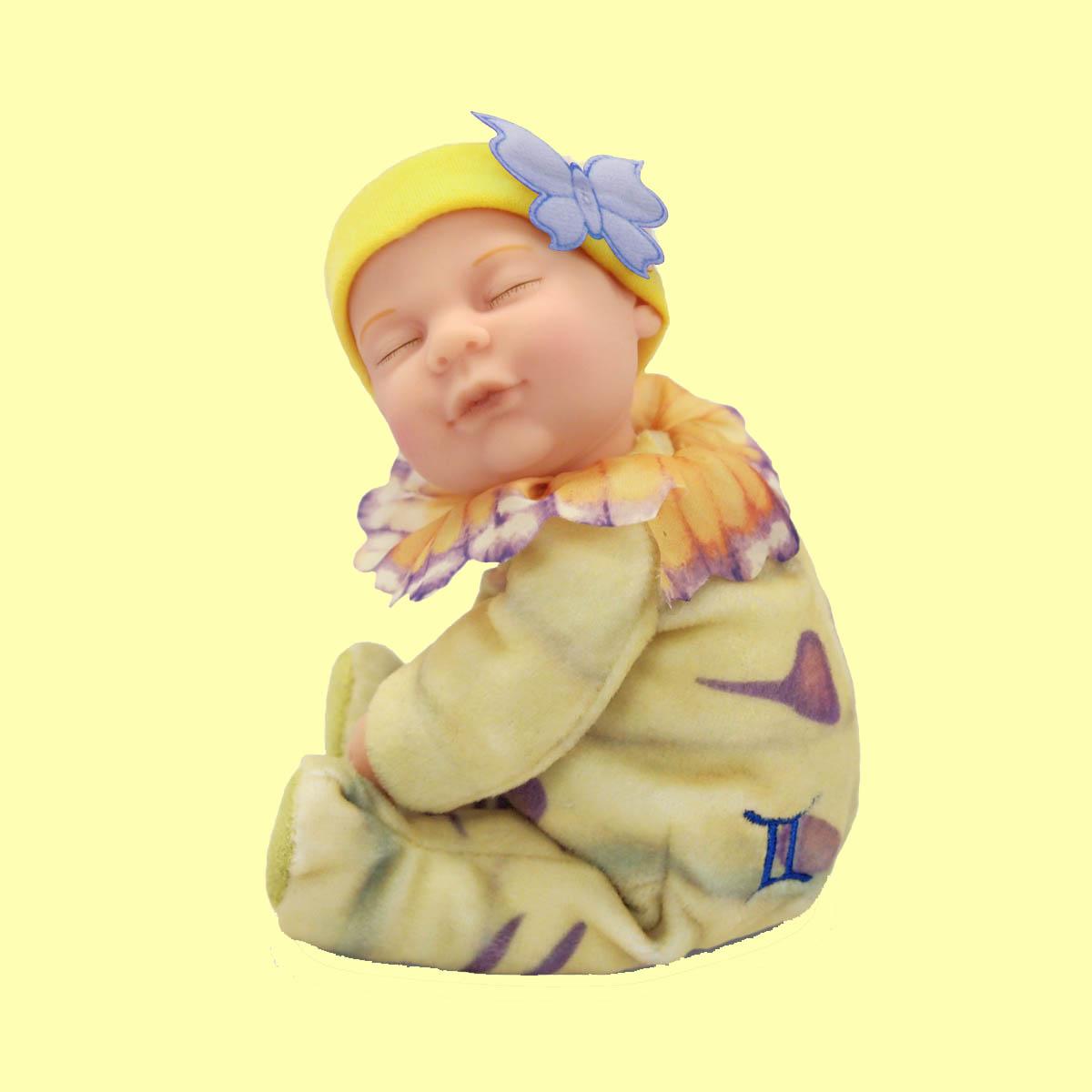 Кукла из серии Детки-знаки зодиака – БлизнецыКуклы детки ANNE GEDDES<br>Кукла из серии Детки-знаки зодиака – Близнецы<br>