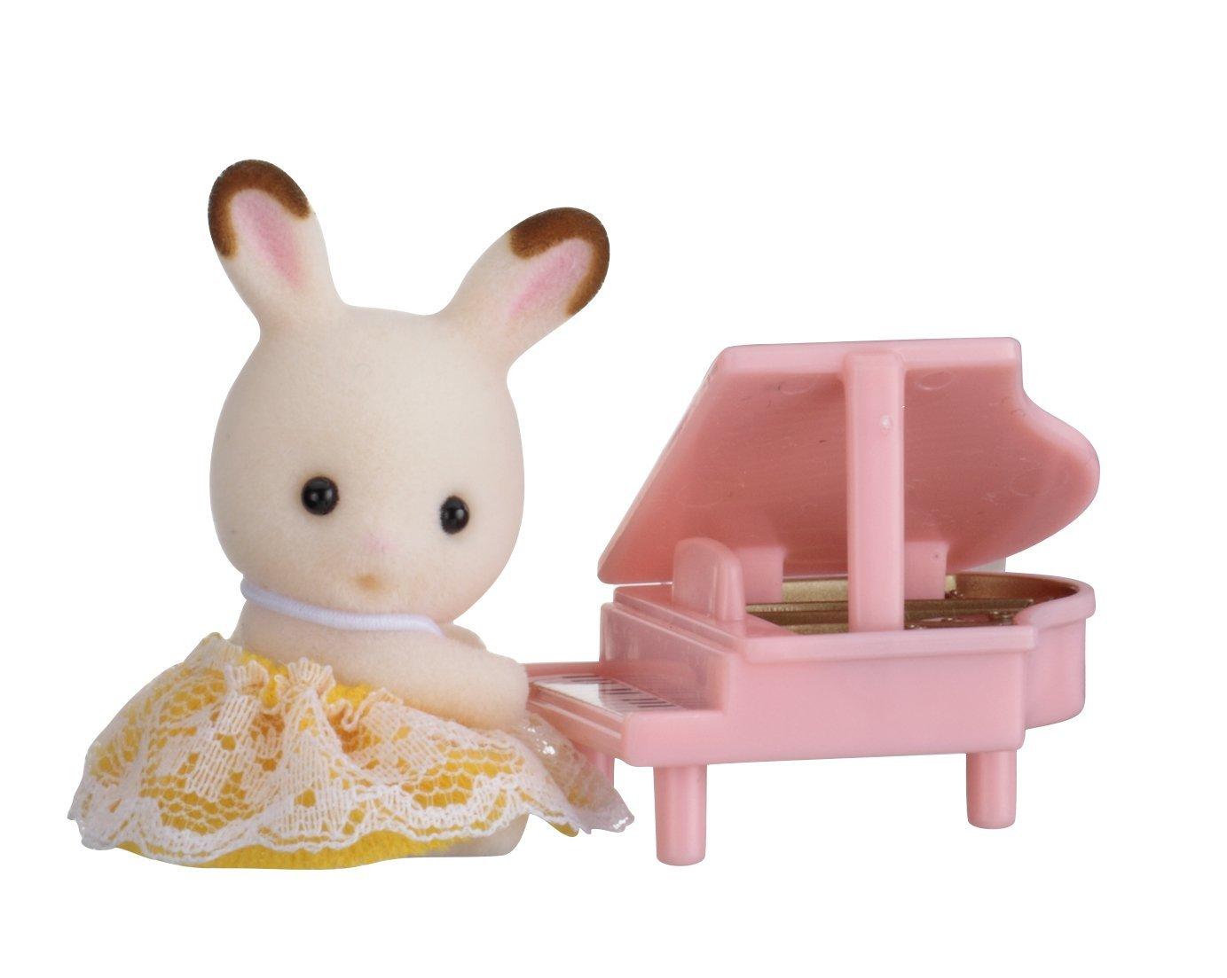 Купить Sylvanian Families. Младенец в пластиковом сундучке - Кролик и рояль, Epoch
