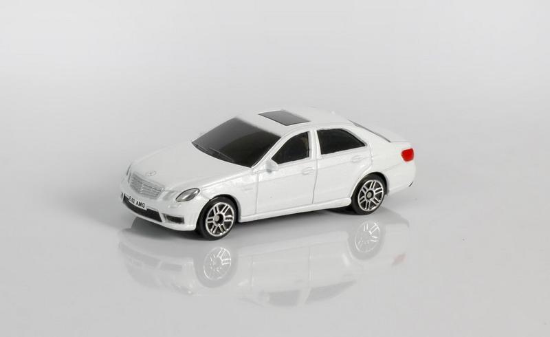 Купить Металлическая машина - Mercedes Benz E63 AMG, 1:64, белый, RMZ City