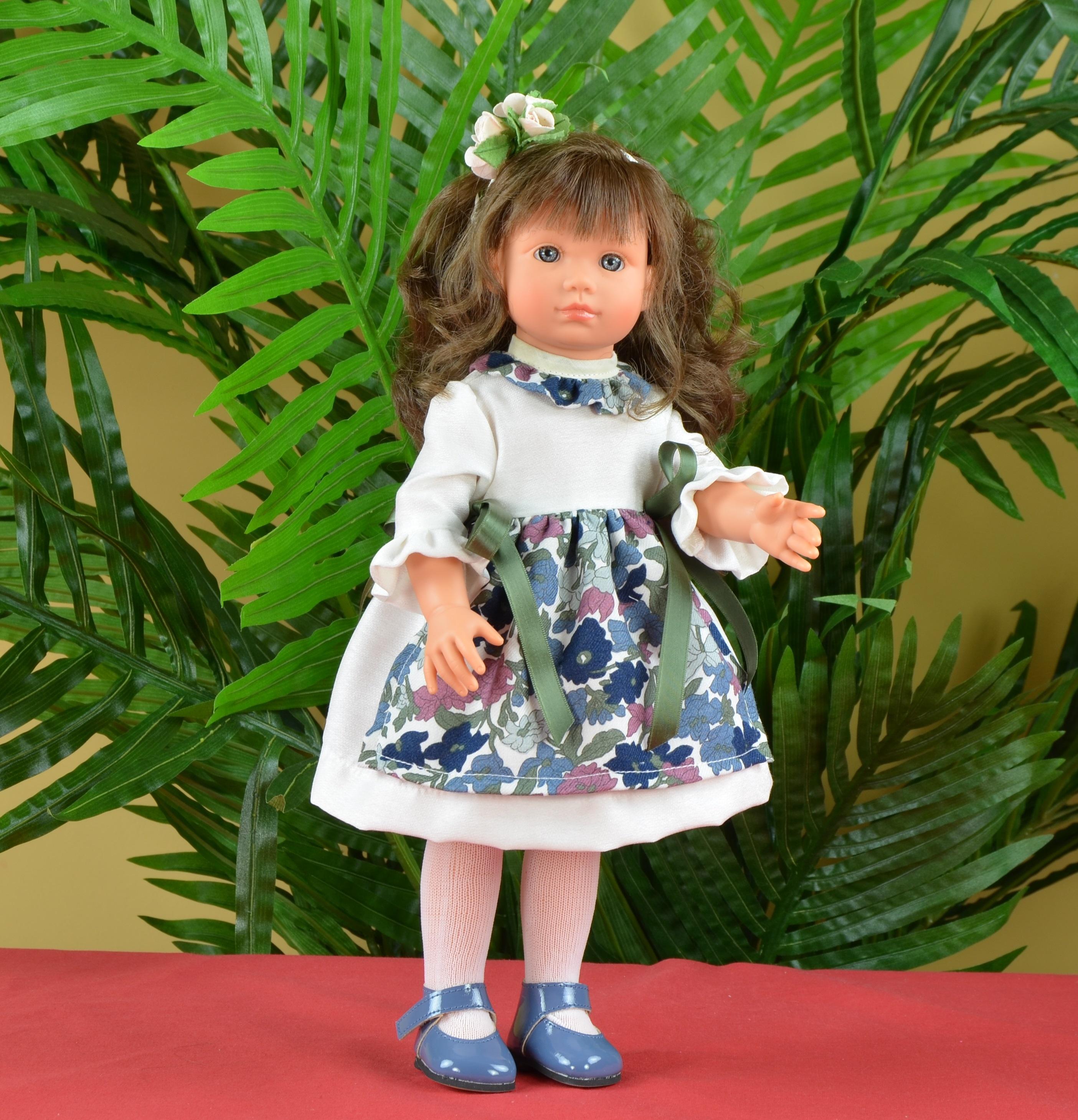 Кукла Нелли в платье с цветочками, 43 см.Куклы ASI (Испания)<br>Кукла Нелли в платье с цветочками, 43 см.<br>