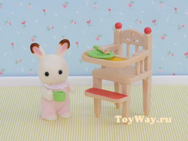 Sylvanian Families - Стульчик для кормленияМебель<br>В набор входят: стульчик для кормления малыша...<br>