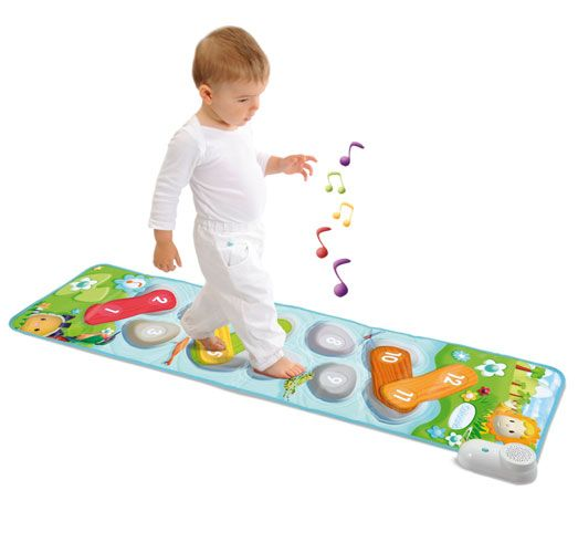 Музыкальный развивающий коврикРазвивающие игрушки Smoby Cotoons<br>Забавный развивающий музыкальный коврик для малышей.Когда ребенок наступает или нажимает ручкой на одну из 4 музыкальных зон, звучит мело...<br>