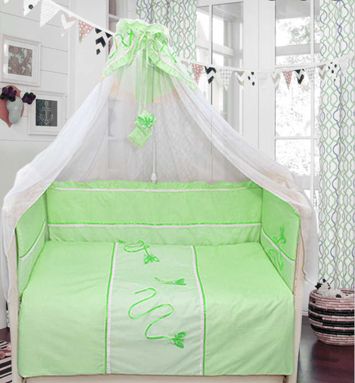Комплект в кроватку - Бабочки, 7 предметов, зеленыйДетское постельное белье<br>Комплект в кроватку - Бабочки, 7 предметов, зеленый, Bombus, BOM_1474<br><br><br> Комплект в кроватку «Бабочки» от компании «Bombus» исполнен в приятном зелёном цвете. Ин выполнен в изящном стиле, поэтому станет украшением кроватки Вашего крохи и интерьера ...<br>