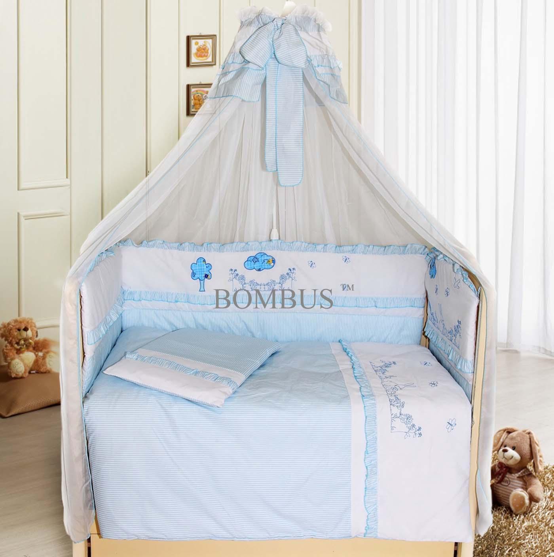 Комплект в кроватку - Веселая семейка, 7 предметов, голубойДетское постельное белье<br>Комплект в кроватку - Веселая семейка, 7 предметов, голубой<br>