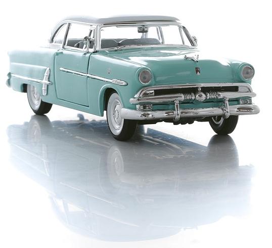 Винтажная машинка Ford Victoria 1953, масштаб 1:24Ford<br>Винтажная машинка Ford Victoria 1953, масштаб 1:24<br>