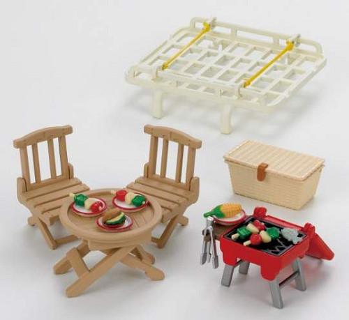 Набор  Семейный пикник, с багажником для красного автомобиля  - Игрушки Sylvanian Families, артикул: 97632