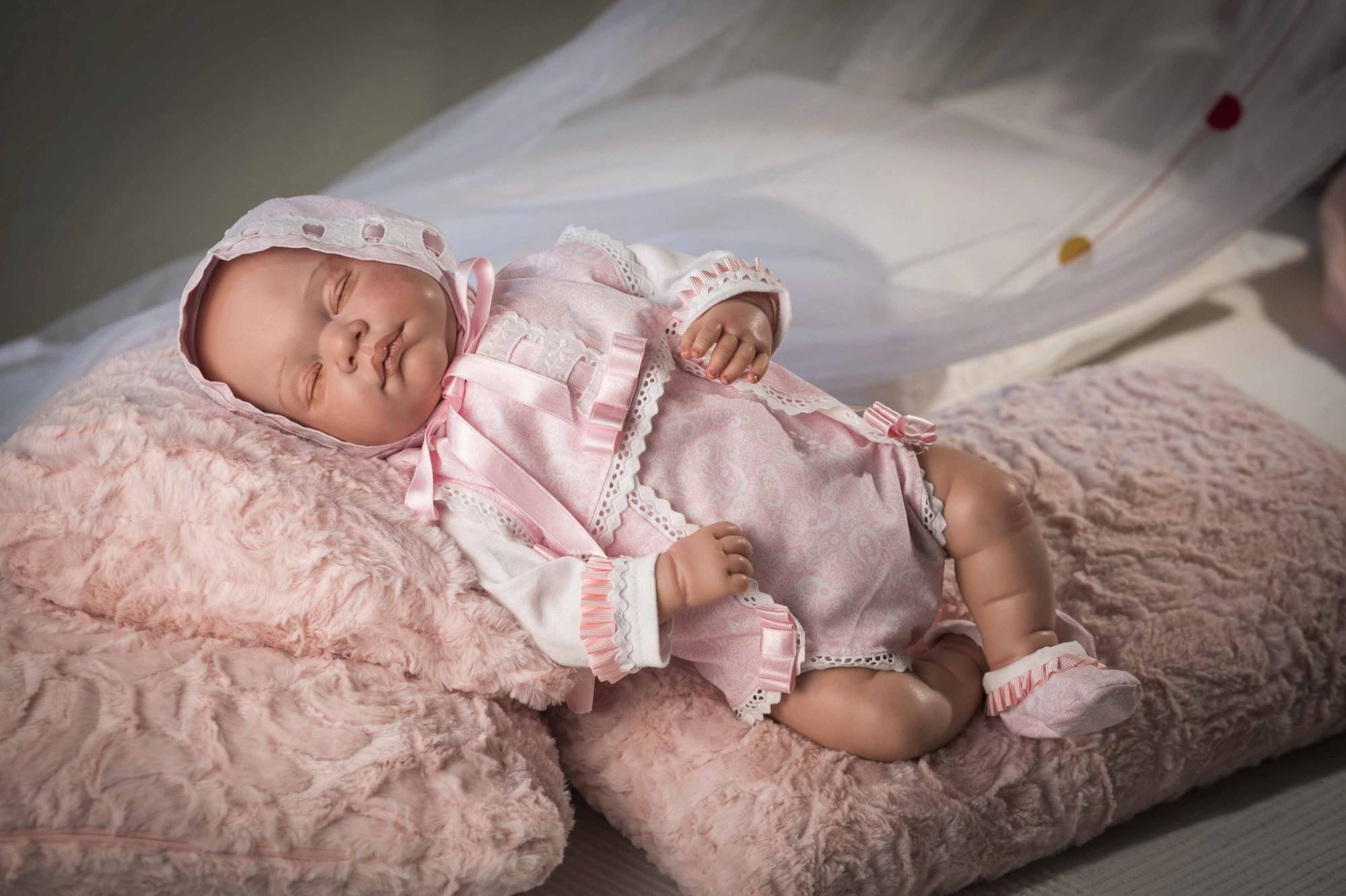 Кукла из коллекции ReBorns - Новорожденный пупс, 45 см, в розовой одежде, виниловый фото