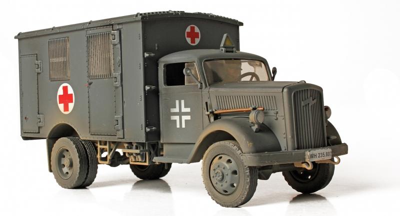 Коллекционная модель - Скорая Помощь 1940 года, Германия, 4Х4, 1:32Военная техника<br>Коллекционная модель - Скорая Помощь 1940 года, Германия, 4Х4, 1:32<br>