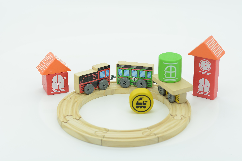 Мир деревянных игрушек Трасса – Локомотив с дорогой из 6 деталей