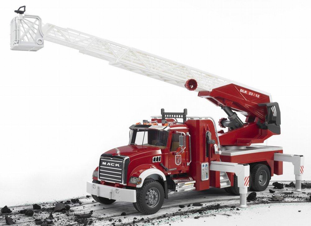 Bruder Mack пожарная машина с выдвижной лестницей, функцией разбрызгивания воды, свет и звукПожарная техника<br>Bruder Mack пожарная машина с выдвижной лестницей, функцией разбрызгивания воды, свет и звук<br>
