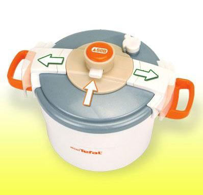 Игрушечная скороварка TefalАксессуары и техника для детской кухни<br>Игрушечная бытовая техника Smoby - cкороварка Tefal. Идеально дополнит игровую кухню Smoby или просто развлечет вашего ребенка...<br>