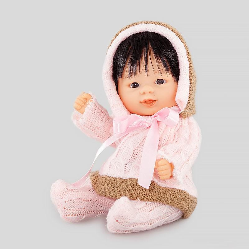 Кукла Бебетин в вязаном костюме с розовым бантиком, 21 смКоллекционные куклы<br>Кукла Бебетин в вязаном костюме с розовым бантиком, 21 см<br>