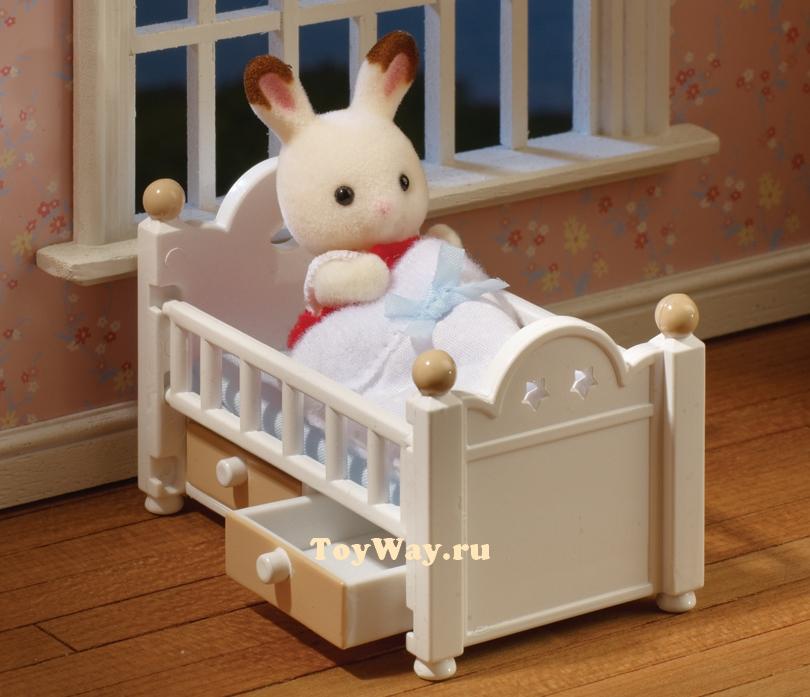 Sylvanian Families - Малыш Себастьян в детской кроваткеМебель<br>Sylvanian Families - Малыш Себастьян в детской кроватке<br>