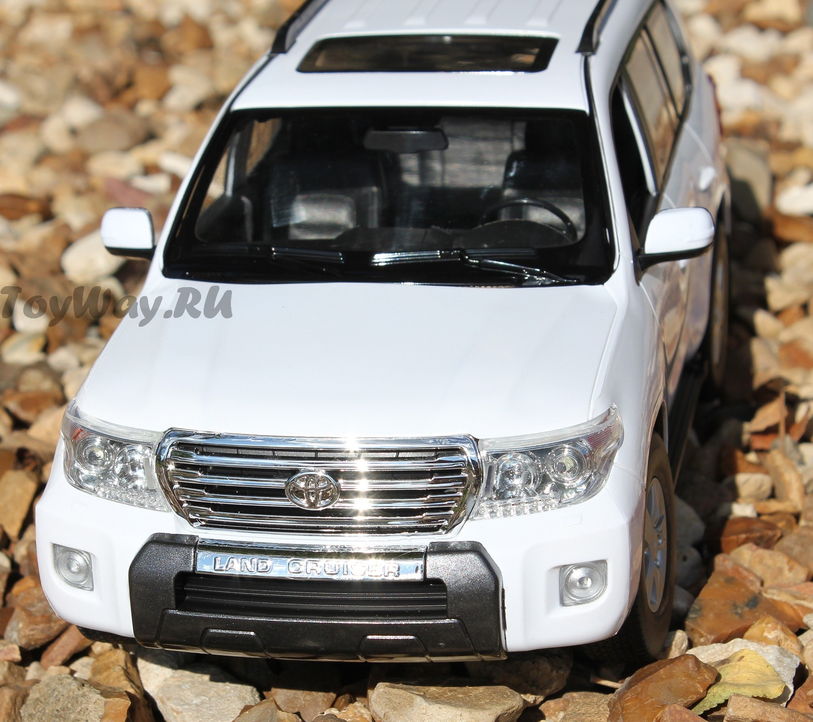 Land Cruiser 200 на радиоуправлении, масштаб 1:16Машины на р/у<br>Подарите своему ребенку машину Toyota Land Cruiser 200 на пульте дистанционного управления. Этот прекрасный подарок станет его любимой игрушкой. Пре...<br>