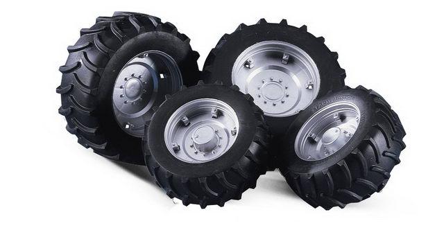 Bruder. Шины для системы сдвоенных колес с серебристыми дисками фото