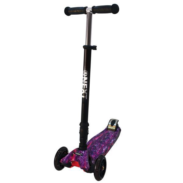 Купить Самокат 3-колесный складной, управление наклоном, светящиеся колеса 120 и 76 мм., цвет – черный с фиолетовым принтом, Next