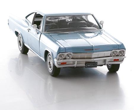 Винтажная машина Chevrolet Impala 1965, масштаб 1:24 от Toyway