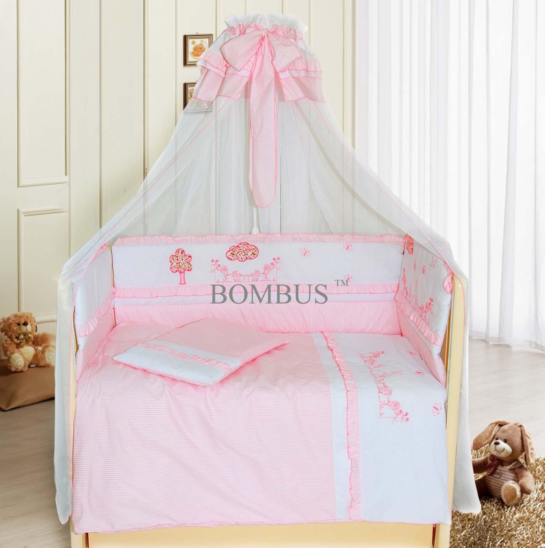 Комплект в кроватку - Веселая семейка, 7 предметов, розовыйДетское постельное белье<br>Комплект в кроватку - Веселая семейка, 7 предметов, розовый<br>