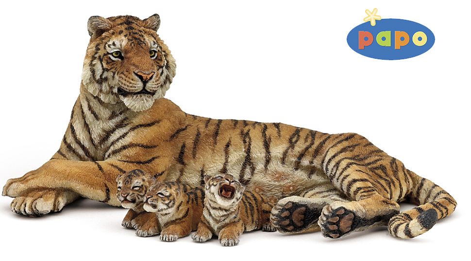 Тигрица лежащая с тигрятамиДикая природа (Wildlife)<br>Тигрица лежащая с тигрятами<br>