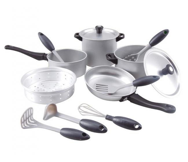 Игровой набор посуды из металлаАксессуары и техника для детской кухни<br>Игровой набор посуды из металла<br>