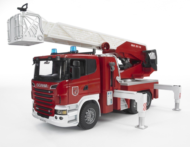Пожарная машина Scania Bruder с выдвижной лестницей и помпой, со звуковыми и световыми эффектами по цене 8 394