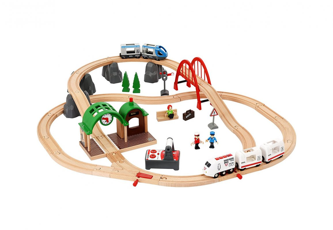Игровой набор - Городская поездка с поездом на пульте ДУ, механической станцией и аксессуарами, подарочный набор