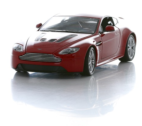Коллекционная машинка Aston Martin V12 Vantage, масштаб 1:24
