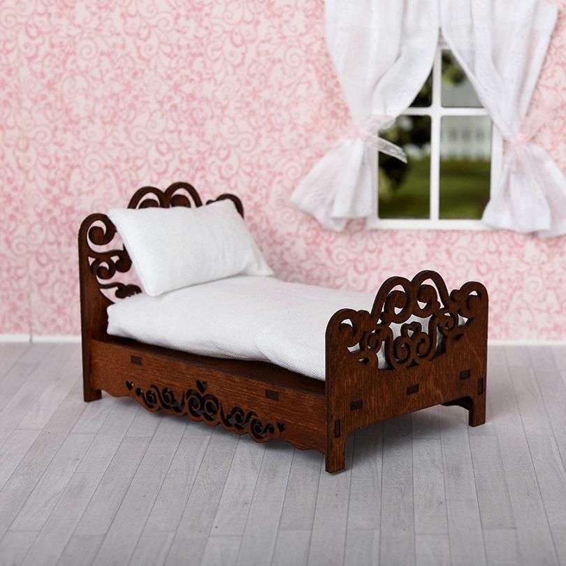 Кровать с подушкой и матрасом для спальни кукольного домика, цвет – коричневыйКукольные домики<br>Кровать с подушкой и матрасом для спальни кукольного домика, цвет – коричневый<br>