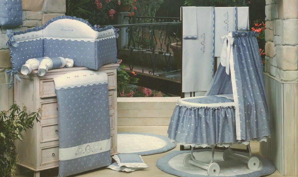Одеяло серии Нежность из коллекции 4 времени года для кроватки из ткани пике с вышивкой, размер 150 х 115 см.