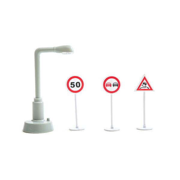 Знаки дорожного движения, фонарный столб, светЗнаки дорожного движения, светофоры<br>Знаки дорожного движения, фонарный столб, свет<br>