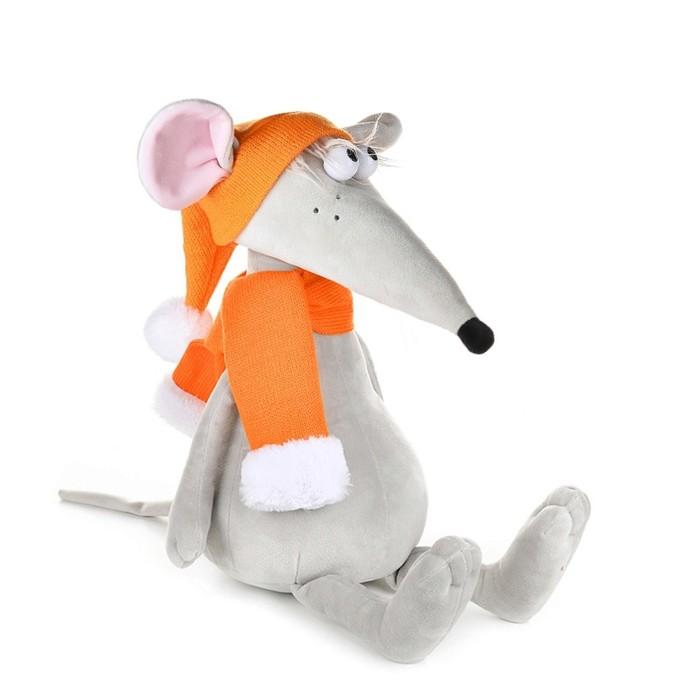 Мягкая игрушка – Крыс Денис в оранжевой шапке и шарфе, 28 см фото