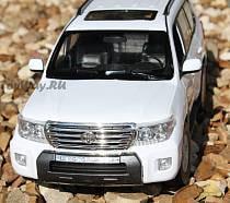 Land Cruiser 200 на радиоуправлении, масштаб 1:16 (RASTAR, 50200)